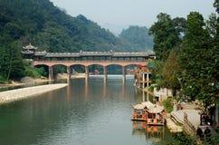 Alte Stadt Jie-Zi, China: Abgedeckte Brücke Stockfotos