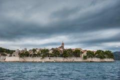 Alte Stadt Korcula bei einem stürmischen Wetter Lizenzfreie Stockfotografie