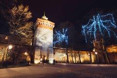 Alte Stadt in Krakau nachts Lizenzfreie Stockbilder