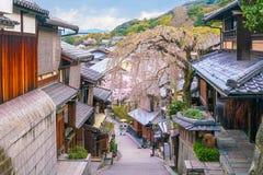 Alte Stadt Kyoto, der Higashiyama Bezirk während Kirschblüte-Jahreszeit stockfotografie
