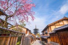 Alte Stadt Kyoto während Kirschblüte-Jahreszeit lizenzfreies stockfoto