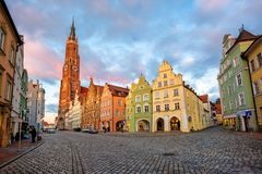 Alte Stadt Landshut, Bayern, Deutschland, mittelalterliche Häuser der traditionellen bunten gotischen Art stockbild