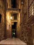 Alte Stadt nachts lizenzfreies stockbild
