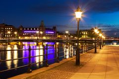 Alte Stadt nachts in Stockholm, Schweden Lizenzfreies Stockfoto