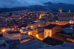 Alte Stadt Quitos nachts Lizenzfreie Stockfotografie
