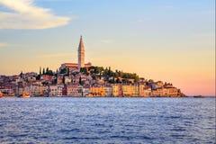 Alte Stadt Rovinj auf Istria-Halbinsel auf Sonnenuntergang, Kroatien Stockfotografie