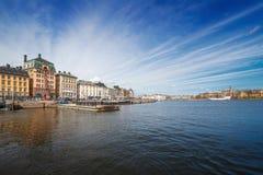 Alte Stadt Stockholms von der Küste Stockfotografie