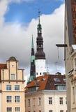 Alte Stadt, Tallinn, Estland alte Häuser und Heiliger Geist Kirche Lizenzfreies Stockfoto