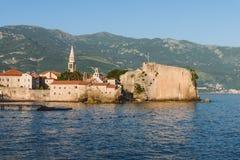 Alte Stadt-und adriatisches Seeansicht Budva Lizenzfreie Stockfotografie