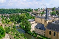 Alte Stadt und St. Jean Baptiste in der Stadt von Luxemburg Lizenzfreie Stockbilder