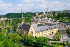Alte Stadt und St. Jean Baptiste in der Stadt von Luxemburg Lizenzfreies Stockfoto
