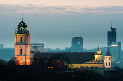 Alte Stadt in Vilnius (Litauen) nachts Stockfotos