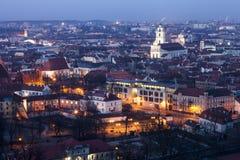 Alte Stadt Vilnius zur Dämmerungszeit Lizenzfreies Stockbild