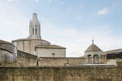 Alte Stadt von Girona im Abendlicht Lizenzfreie Stockbilder
