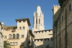 Alte Stadt von Girona im Sonnenunterganglicht Lizenzfreie Stockfotografie
