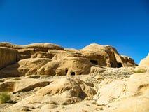Alte Stadt von Höhlen in den roten Felsen lizenzfreies stockfoto