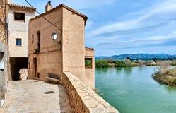Alte Stadt von Miravet und von Ebro spanien Lizenzfreie Stockfotografie