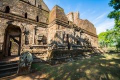 Alte Stadt von Polonnaruwa, Foto einer Buddha-Statue bei Lankatilaka Gedige, Lizenzfreies Stockfoto