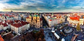 Alte Stadt von Prag, Tschechische Republik Ansicht an Tyn-Kirche und Jan. H Lizenzfreies Stockfoto