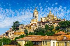 Alte Stadt von Segovia und von seinem Aquädukt. UNESCO-Welt Heritageouple der Königpinguine. Stockfoto