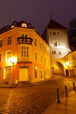 Alte Stadt von Tallinn und von seinen Straßen nachts Stockfoto
