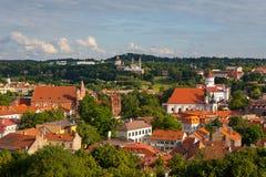 Alte Stadt von Vilnius, wie vom Hediminas-Schloss, Litauen, Sommerzeit gesehen Stockfotografie
