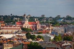Alte Stadt von Vilnius, wie vom Hediminas-Schloss, Litauen, Sommerzeit gesehen Stockfoto