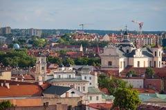 Alte Stadt von Vilnius, wie vom Hediminas-Schloss, Litauen, Sommerzeit gesehen Lizenzfreie Stockfotos