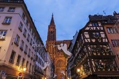 Alte Stadtarchitektur mit Straßburg-Münster Lizenzfreies Stockbild