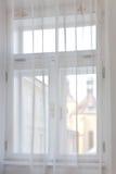 Alte Stadtfensteransicht Stockbilder
