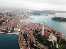 Alte Stadtform Rovinj Istria die Luft lizenzfreie stockfotos