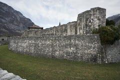 Alte Stadtmauer in Venzone Stockbild