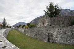 Alte Stadtmauer in Venzone Stockfoto