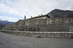 Alte Stadtmauer in Venzone Lizenzfreies Stockfoto