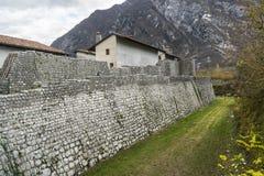 Alte Stadtmauer in Venzone Lizenzfreies Stockbild