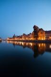 Alte Stadtskyline Gdansks in der Dämmerung Stockbild
