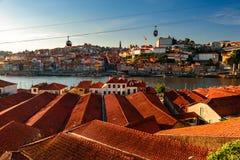 Alte Stadtskyline Porto, Portugal von Vila nova de Gaia auf dem Duero-Fluss Stockfoto
