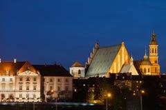 Alte Stadtskyline Warschaus nachts in Polen Lizenzfreie Stockfotos