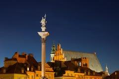 Alte Stadtskyline Warschaus nachts in Polen Lizenzfreie Stockfotografie