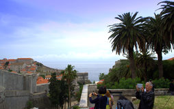 Alte Stadttouristen Dubrovniks Stockfotos