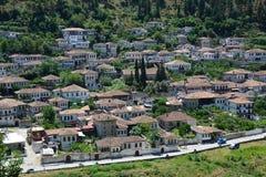 Alte Stadttraditionelle Häuser Berat in Albanien stockfoto