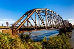 Alte Stahlträger-Eisenbahn-Brücke Lizenzfreies Stockfoto