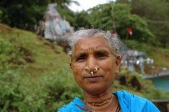 Alte Stammes- Frau stockbild