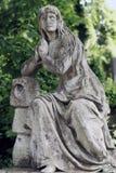 Alte Statue auf Grab im Lychakivskyj-Kirchhof von Lemberg, Ukrain Stockfoto