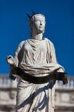 Alte Statue des Brunnens Madonna Verona auf Marktplatz delle Erbe, Italien Lizenzfreie Stockfotografie