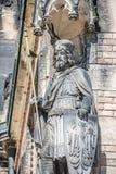 Alte Statue des Ritters am Heiligen Vitus Cathedral in Prag, Tschechische Republik, Details, Nahaufnahme stockbild