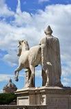 Alte Statue mit Himmel Lizenzfreie Stockbilder