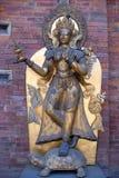 Alte Statue in Royal Palace bei Mul Chowk in Patan, Kathmandu Stockbilder