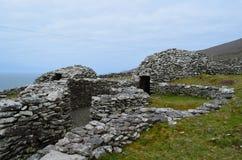 Alte stehende Bienenstock-Hütten in südwestlichem Irland Stockfotos