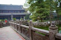 Alte Steinbalustraden durch Teich, Chengdu Lizenzfreies Stockbild